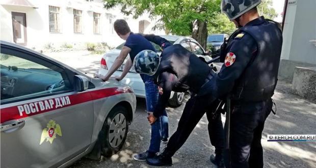 В Керчи задержали мужчину, находившегося в региональном розыске