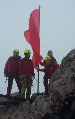 9 Мая вершины крымских гор венчают Знамя Победы, флаги России и Крыма