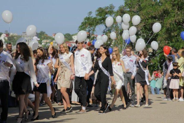 В школах Севастополя прозвенел последний звонок