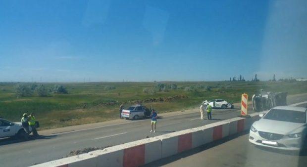 Грузовики в Крыму разбушевались. ДТП с цементовозом на трассе «Симферополь – Керчь»