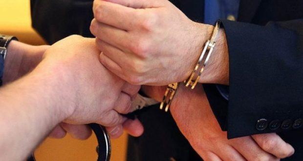 В Севастополе за мошенничество задержали двоих сотрудников прокуратуры
