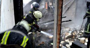 Пожар в Красногвардейском районе: сгорели дом и два автомобиля