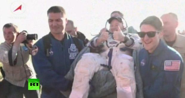 Космонавты с МКС: Антон Шкаплеров, Скотт Тингл и Норишиге Канаи уже на земле. Едят черешню
