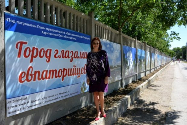 Забор детской клинической больницы Евпатории превратили в фотостенд