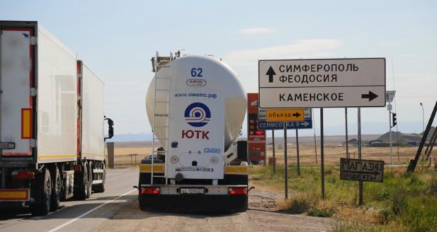 В Крыму дорожники разгрузили трассу «Симферополь – Керчь» в районе Феодосии