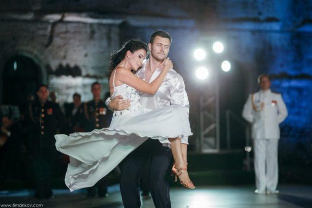 На Большом Севастопольском офицерском балу кружились в танцах 200 пар