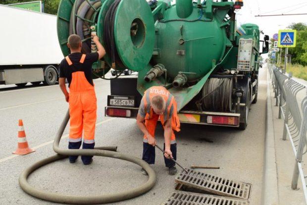 В Симферополе проводят обследование системы городской ливневой канализации