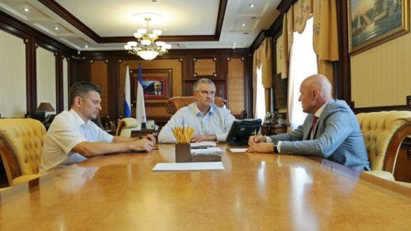 В крымских городах муниципалитеты затягивают ремонт дорог