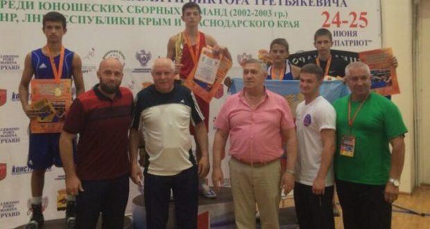 Юношеская сборная Крыма по боксу привезла семь медалей из Новороссийска
