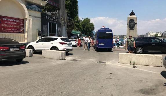 """Машины к центральному пляжу Севастополя """"Хрустальный"""" пускать не будут"""