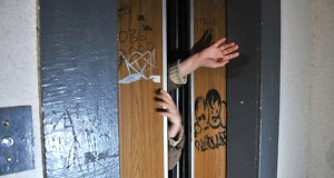 В Алуште в многоквартирном доме эксплуатировали неисправный лифт. Вмешалась прокуратура