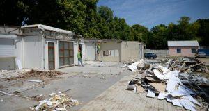 """Территорию парка """"Учкуевка"""" зачищают - сносят торговые павильоны"""