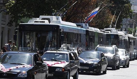 В центре Симферополя остановились троллейбусы