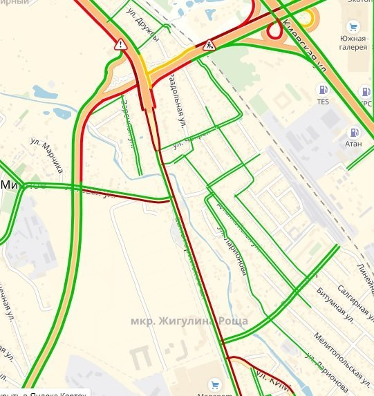 Причинами пробки на выезде из Симферополя стали неосторожность дорожников и рухнувший столб