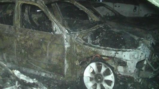 Ночной автопожар в Крыму. Сгорели два «Опеля»