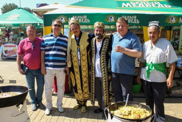 Глава администрации Симферополя Игорь Лукашев посетил город-Герой Донецк