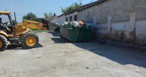 В Симферополе продолжается ликвидация стихийных навалов мусора
