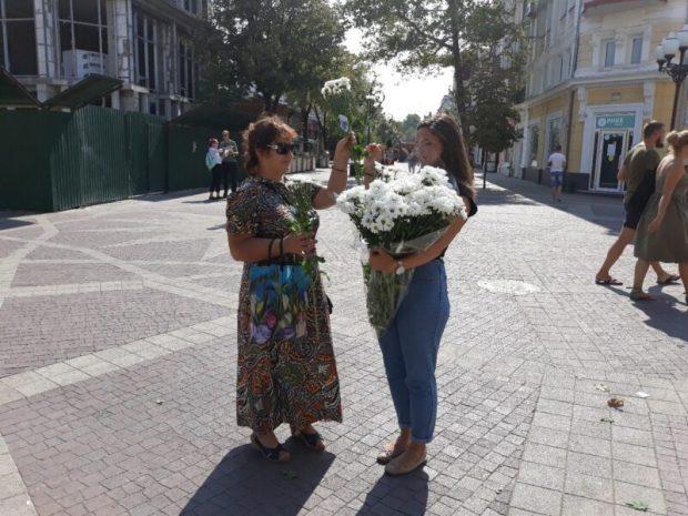 Молодёжка ОНФ в Крыму отмечает День рождения. Поздравила с праздником симферопольцев