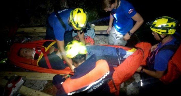 «КРЫМ-СПАС» пришел на помощь сорвавшемуся со скалы туристу