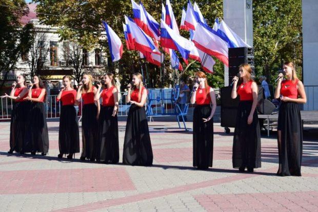 Республика отметила День Государственного герба и Государственного флага Крыма