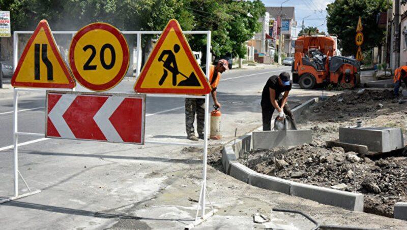 Власти Симферополя рапортуют: за месяц ямочный ремонт дорожного покрытия выполнен на 49 улицах