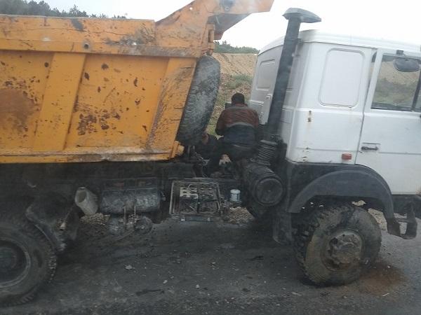 Причиной огромной пробки на выезде из Симферополя стал МАЗ-«перевертыш»