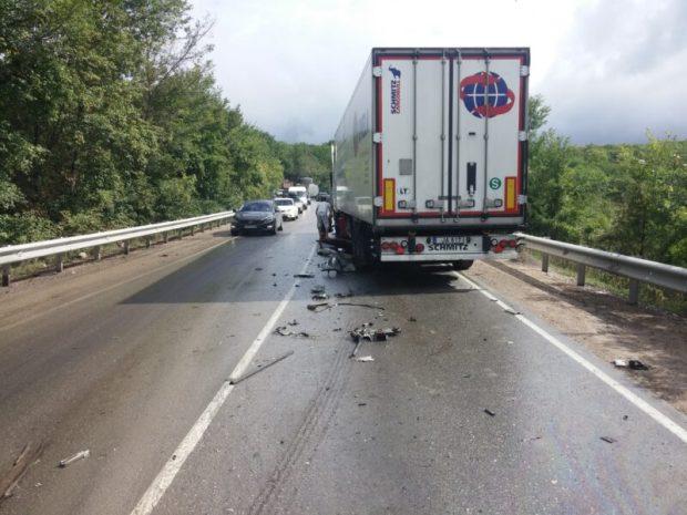 ДТП на трассе «Симферополь - Феодосия». Столкнулись рейсовый автобус и грузовик