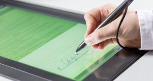 Россияне смогут создавать у нотариуса электронные документы