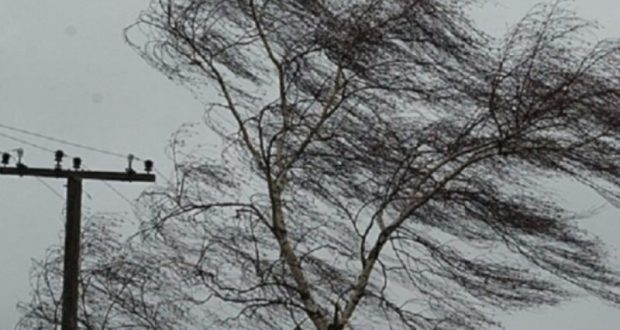Ливни и ветер оставили без электричества семь крымских сел