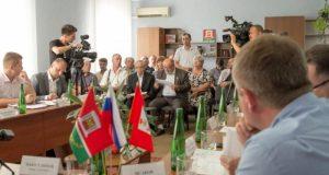Губернатор Севастополя встретился с представителями крымско-татарской общины
