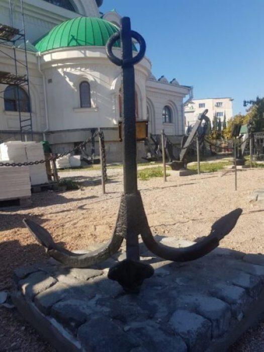 Храм Святителя Чудотворца принял от Севастопольской таможни в дар якорь 19 века