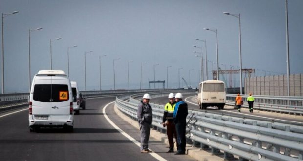 Украина грозит наказаниями за… проезд по Крымскому мосту через Керченский пролив