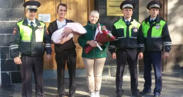 Сотрудники Госавтоинспекции Севастополя помогли роженице оперативно добраться в роддом
