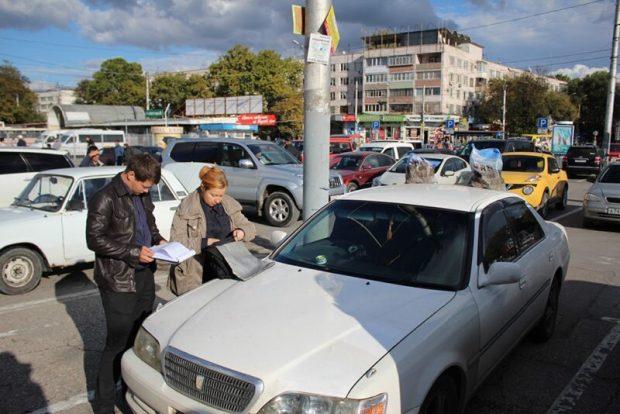 На ж/д вокзале Симферополя полицейские задержали торговца красной икрой