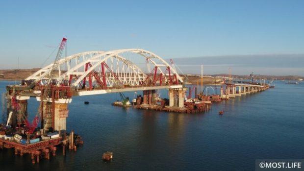 Крымский мост год назад: началась морская операция по транспортировке автомобильной арки