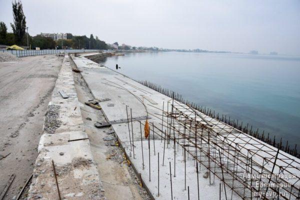 Работы по реконструкции набережной им. Терешковой в Евпатории идут по графику