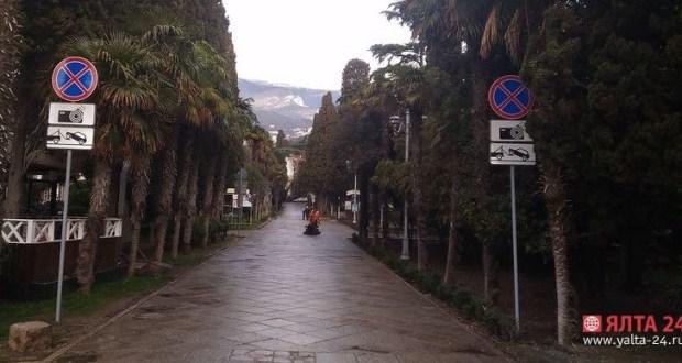 """В Городском саду Ялты транспорт будут """"тормозить"""" при помощи спецсредств"""