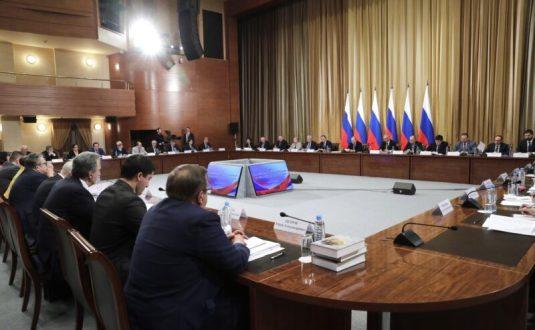 Владимир Путин поручил решить вопрос вида на жительство для ранее депортированных из Крыма народов
