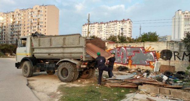 В Севастополе массово сносят гаражи. Говорят, незаконные