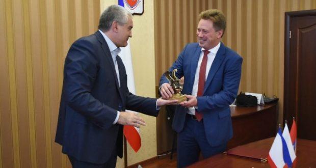 Рейтинги губернаторов по итогам октября. Сергей Аксёнов – второй, Дмитрий Овсянников – сорок шестой