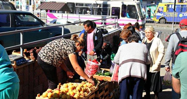 В Симферополе хотят провести эксперимент по борьбе со стихийной уличной торговлей