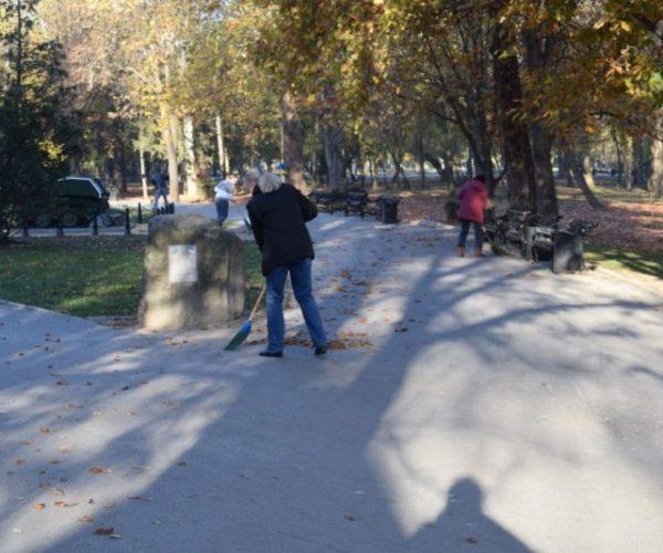 В Симферополе в субботу горожане наводили порядок