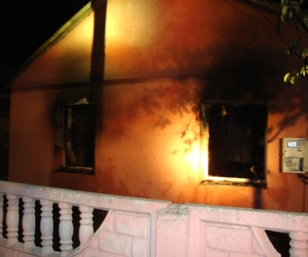 Из-за короткого замыкания в проводке сгорел дом в крымском селе