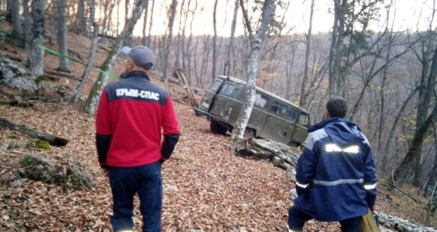 УАЗ-«буханка» опрокинулся на горной дороге