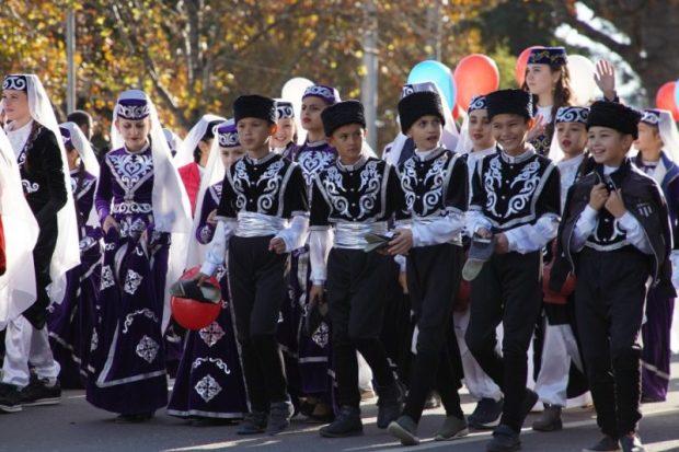 В Севастополе День народного единства отметили шествием, акциями и выставкой-ярмаркой