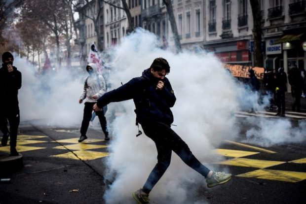 «Русский след» событий в Париже ищет… Служба безопасности Украины