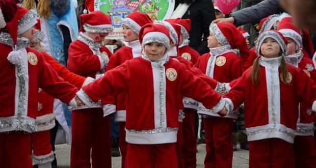 Мороз-парад, конкурсы и заплыв моржей - Новый год в Ялте
