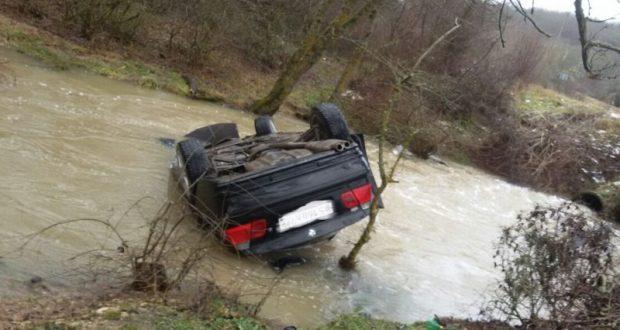 Эффект парных случаев. В Крыму «затонул» BMW