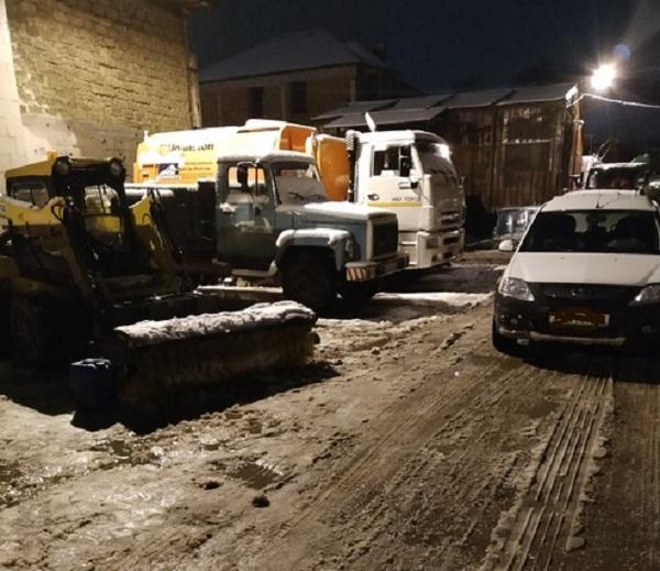 В Крыму вечерний и ночной снег превратился в реки на дорогах. Коммунальщики старались, но…