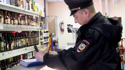 """Осторожно! В Крыму частники вовсю торгуют """"палёным"""" алкоголем"""